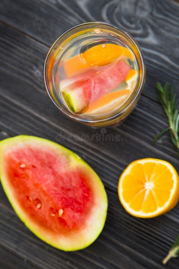 Smoothie fresco de la fruta y verdura foto de archivo