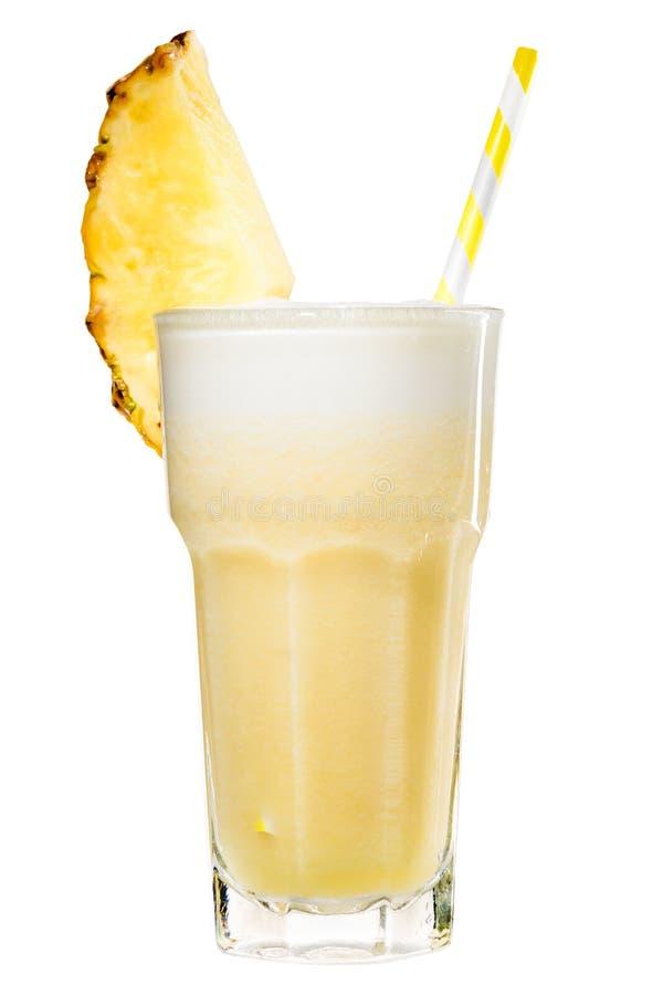 Smoothie jaune tropical frais d'ananas dans un haut verre avec le YE photo libre de droits