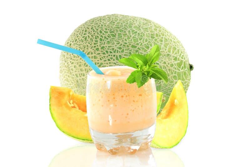 Smoothie o batido de leche del melón del cantalupo con la fruta y el stevia fotos de archivo