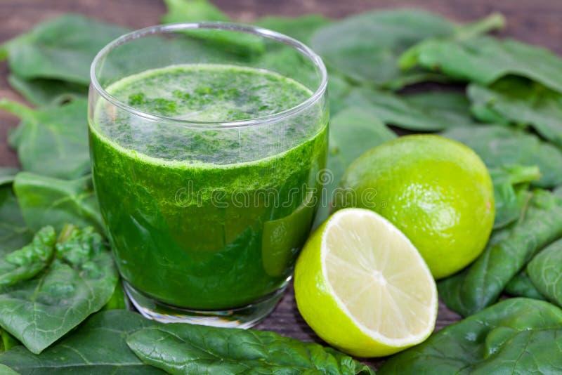 Smoothie verde do espinafre foto de stock