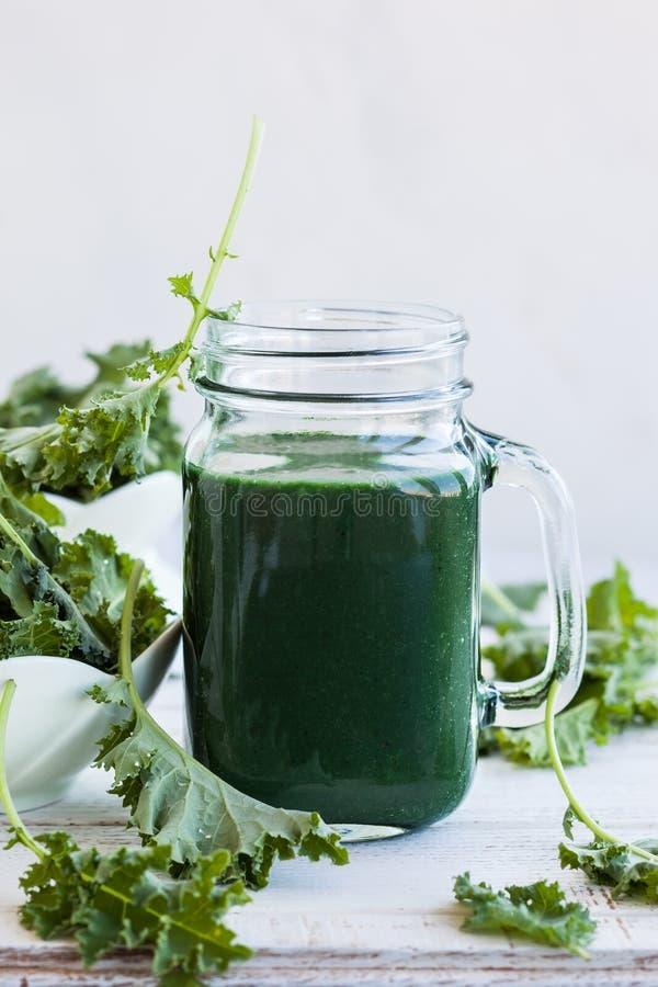 Smoothie verde fresco foto de archivo