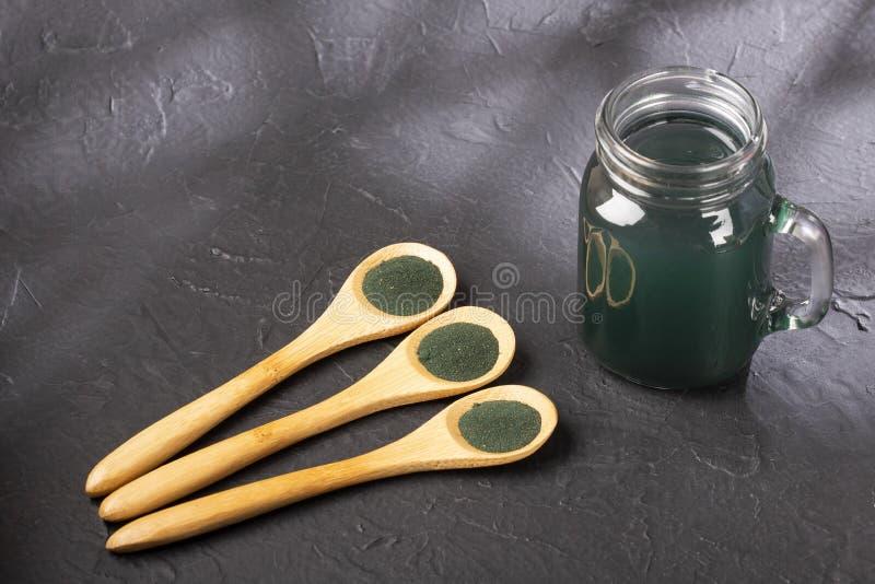 Smoothie vert de Spirulina - concept de nourriture et boisson, régime et nutrition images stock