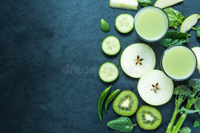 Smoothie vert, fond sain de nourriture photos stock