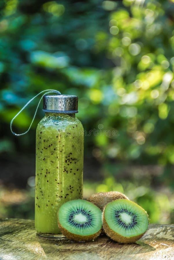 Smoothie vert Kiwi Smoothie Nourriture saine Boisson saine images libres de droits