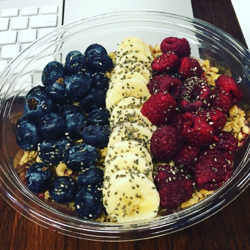 Smoothiebunke med frukt arkivfoto
