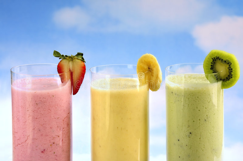 Smoothies assortis de fruit image stock