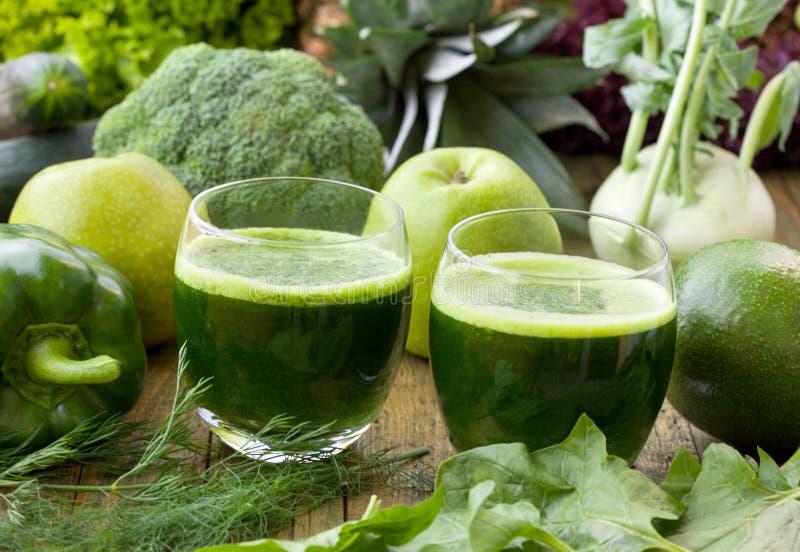 Smoothies verdes sanos fotos de archivo
