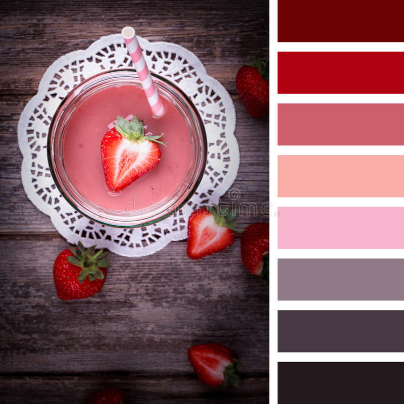 Smootie de fraise dans un pot photo stock