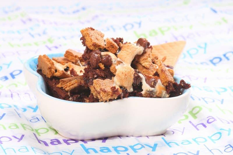 Smores Schokoladenkuchen lizenzfreies stockfoto