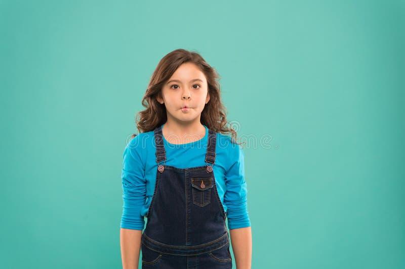 Smorfie divertenti Abilit? agente di pratica del bambino artistico della ragazza Accademia sostituta Enter Modello teenager alleg immagine stock