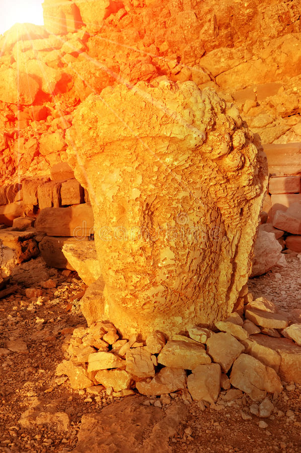 SMount内姆鲁特火山在雕象前面的头 Commagene Antiochus国王我内姆鲁特山的联合国科教文组织世界遗产名录站点 免版税库存图片