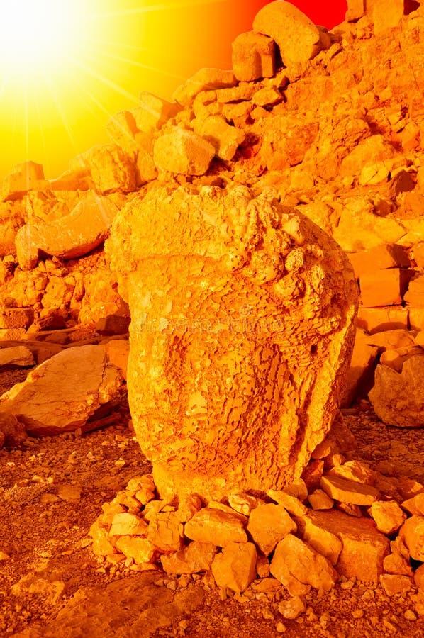 SMount内姆鲁特火山在雕象前面的头 Commagene Antiochus国王我内姆鲁特山的联合国科教文组织世界遗产名录站点 库存照片