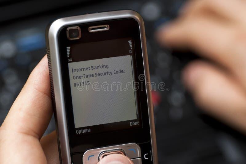 SMS un código de seguridad del tiempo foto de archivo