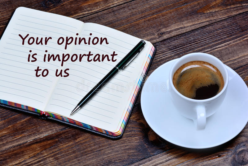 Smsa din åsikt är viktigt till oss på anteckningsboken royaltyfri foto
