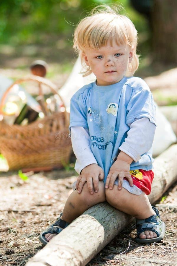 Smudgy Baby sitzen lizenzfreie stockbilder