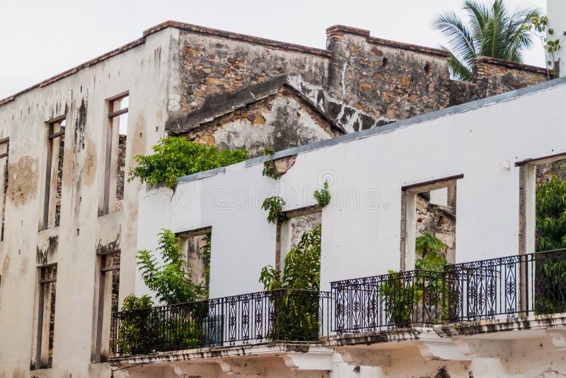 Smula koloniala byggnader i Casco Viejo den historiska mitten i Panama Ci royaltyfri foto