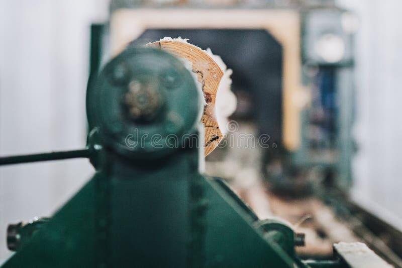 Smussatura del bordo che per mezzo della raspa fotografia stock