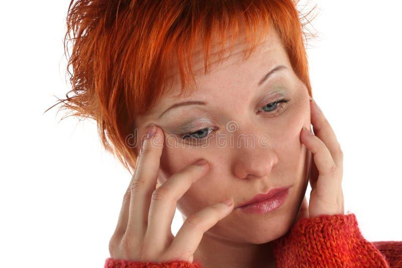 Smutna czerwona z włosami kobieta zdjęcia royalty free