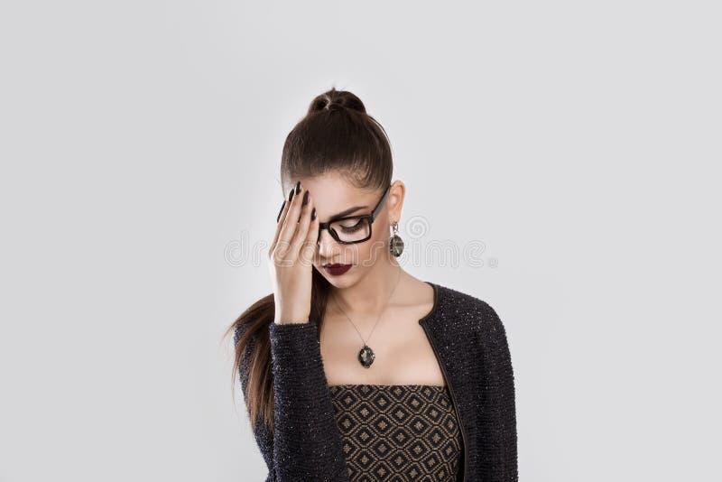 smutna dziewczyna Kobiety nakrycia indyjska twarz w depresji fotografia royalty free