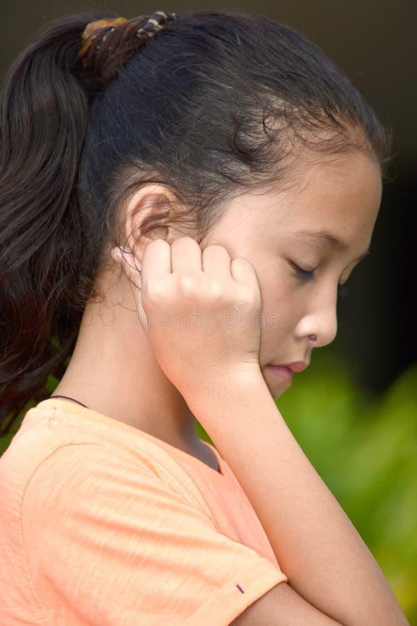 Smutna Młoda filipinka dziewczyna zdjęcia stock