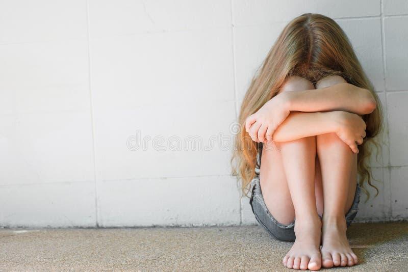 Smutna mała dziewczynka fotografia royalty free