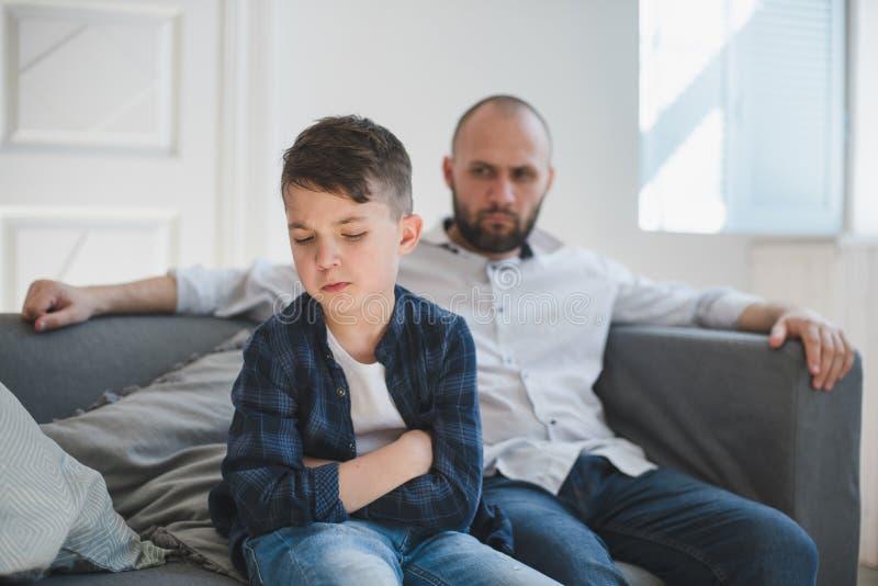 Smutna, obrażona chłopiec i obraz stock