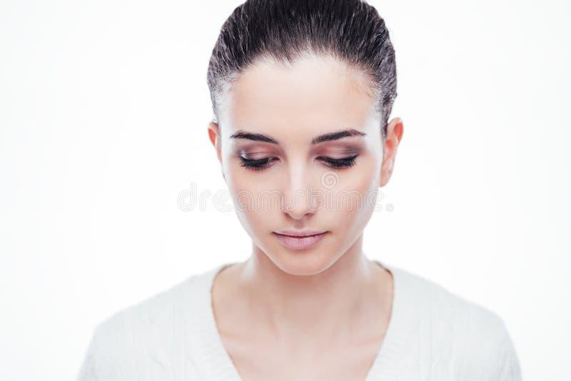 Smutna piękna kobieta patrzeje w dół zdjęcia stock