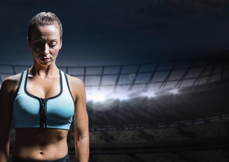 Smutna rozczarowana kobiety atleta przeciw staadium tłu fotografia stock