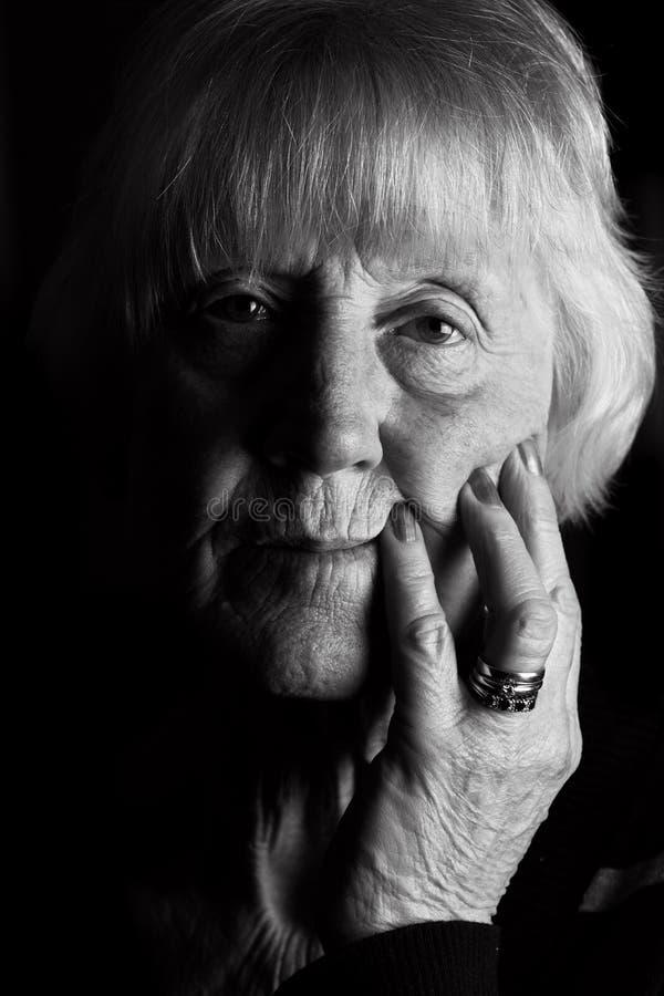 Smutna starsza kobieta obrazy royalty free