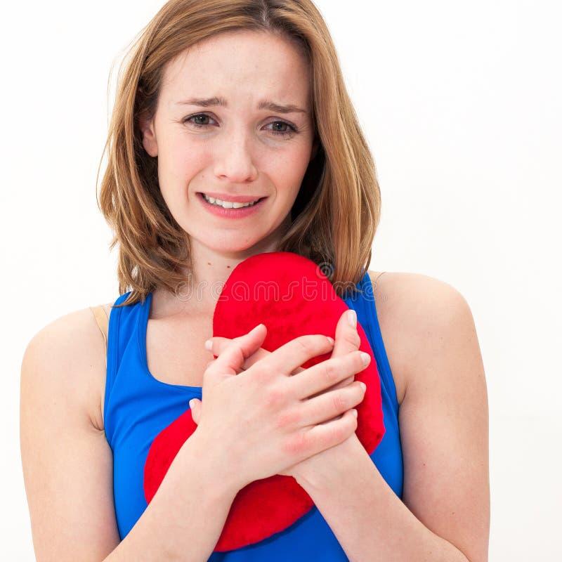 Smutnego kobiety mienia valentine czerwony serce zdjęcia royalty free