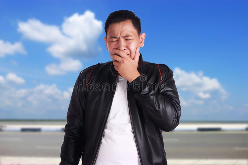 Smutny Azjatycki mężczyzna płacz zdjęcie royalty free