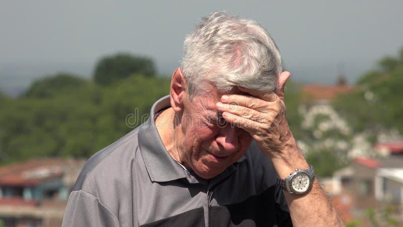 Smutny I Łzawy stary człowiek Lub senior obraz stock