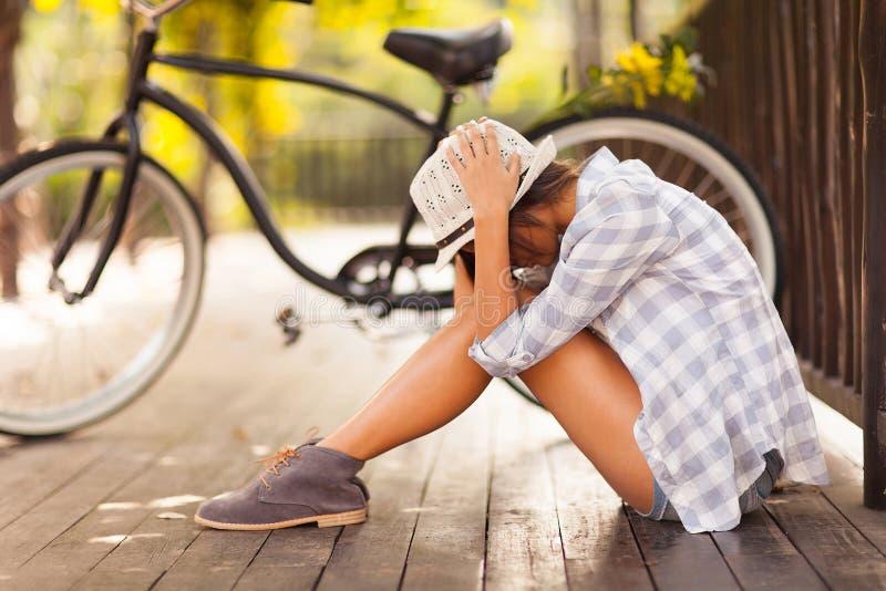Smutny kobieta park zdjęcia stock