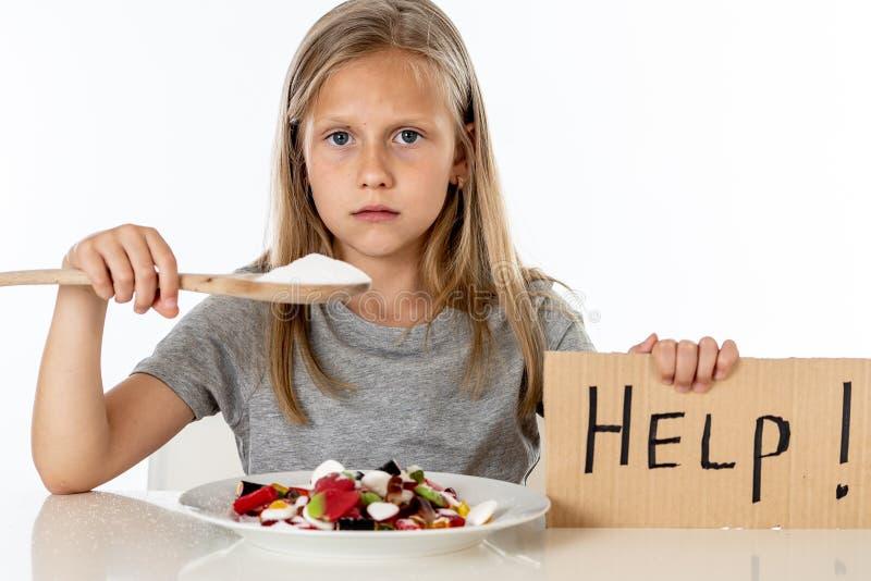 Smutny młodej dziewczyny uczucie stresował się o kwocie cukier w wszystkie foods zdjęcie stock