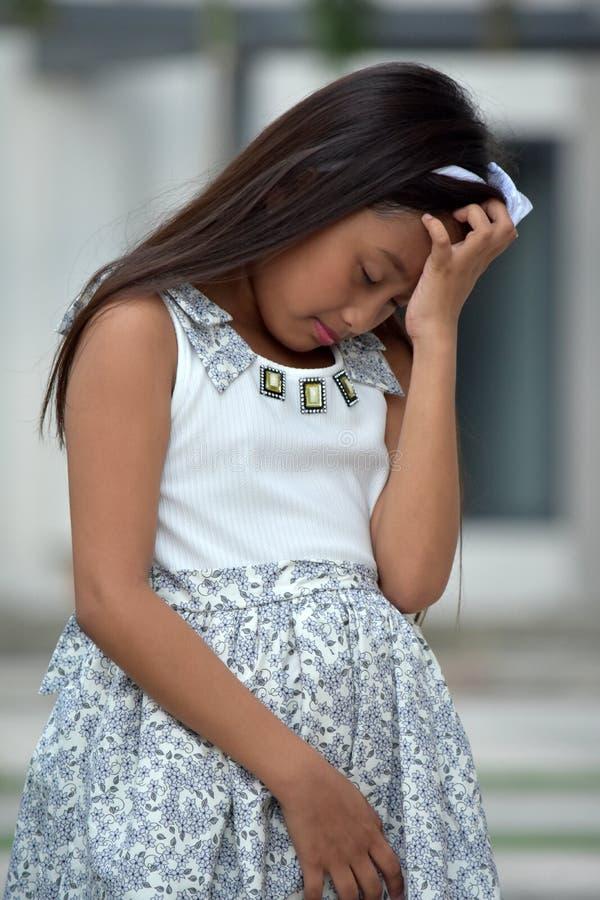 Smutny Młody filipinka Żeńska Dorastająca Jest ubranym suknia fotografia royalty free