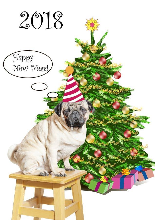 Smutny mopsa pies w śmiesznej pasiastej nakrętce na stolec blisko nowego roku drzewa z prezentami gratuluje everyone na szczęśliw obrazy stock