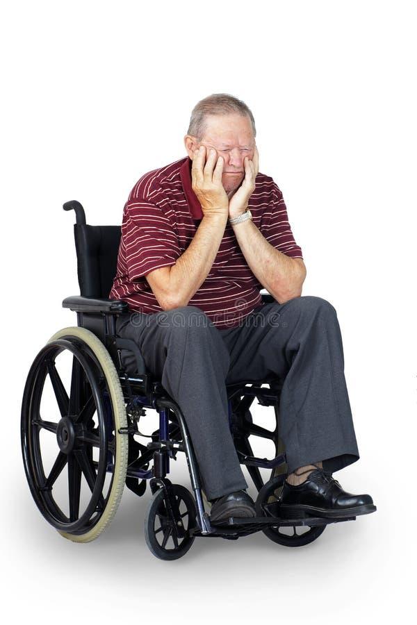 Smutny senior w wózku inwalidzkim zdjęcia stock