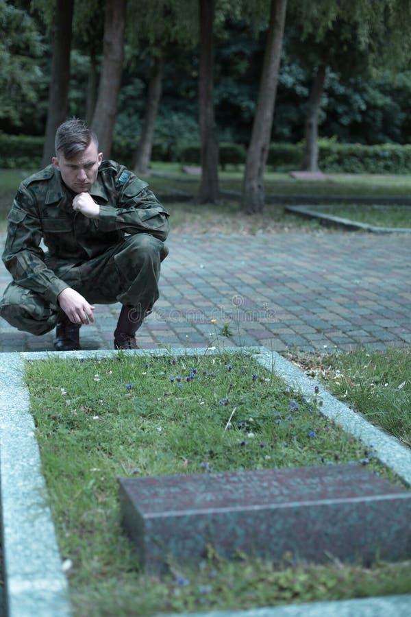 Smutny umundurowany żołnierz obrazy stock