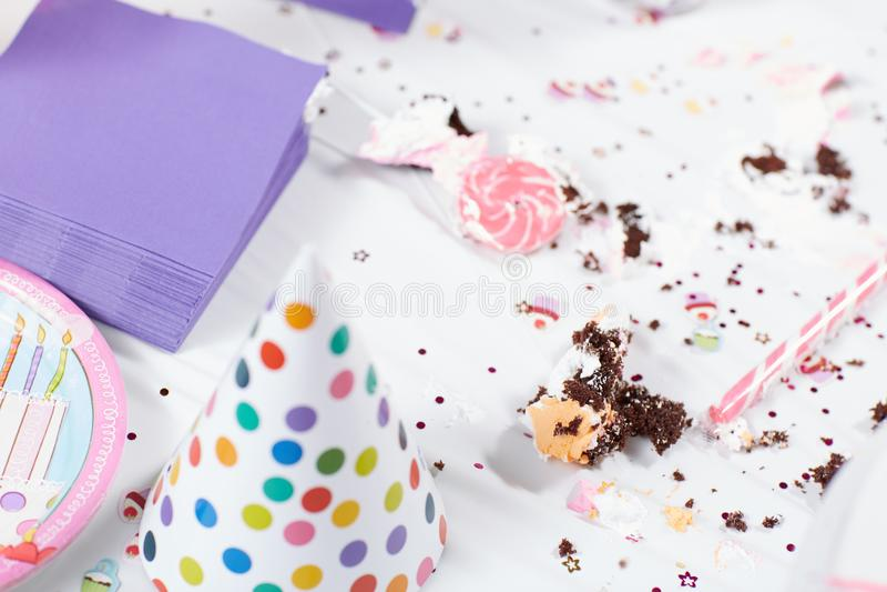 Smutsa ner tabellen efter födelsedagparti fotografering för bildbyråer