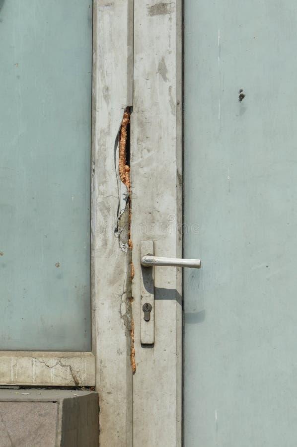 smutsig dörr arkivfoton