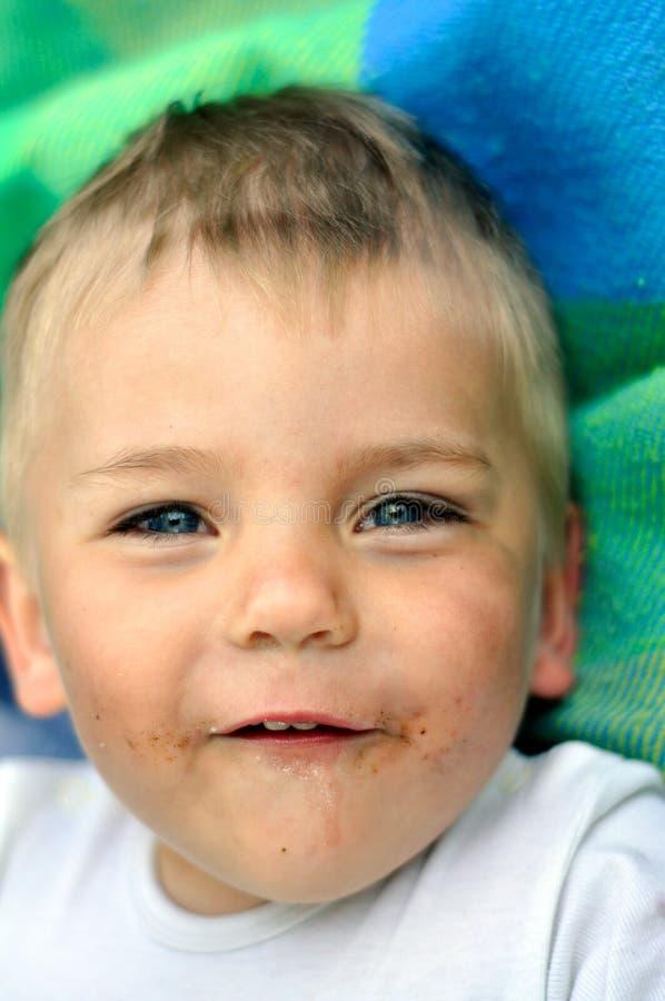smutsig framsida för pojke little arkivfoto