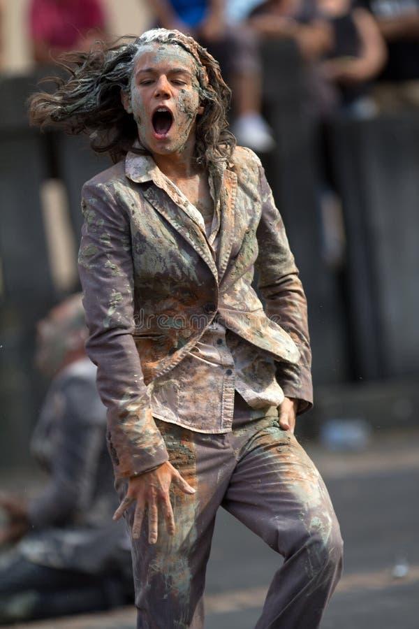 Download Smutsig kvinna redaktionell bild. Bild av artikulera - 27280456