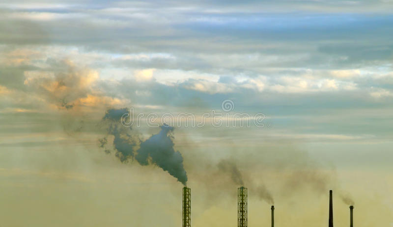 Smutsig sky arkivbild