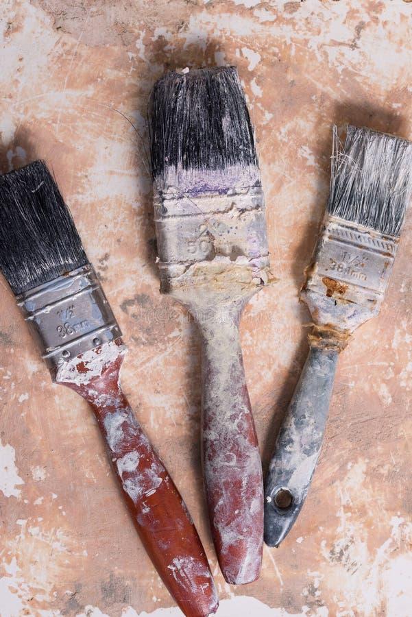 Smutsiga målarfärgborstar royaltyfri foto