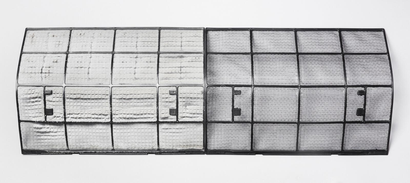 Smutsigt och rent luftkonditioneringsapparatfilter arkivbilder