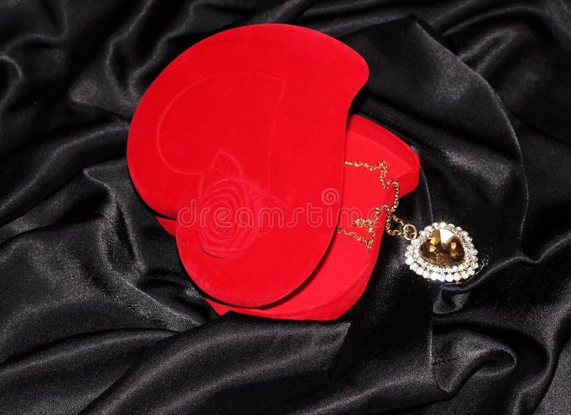 Smyckenask i form av hjärta royaltyfria foton