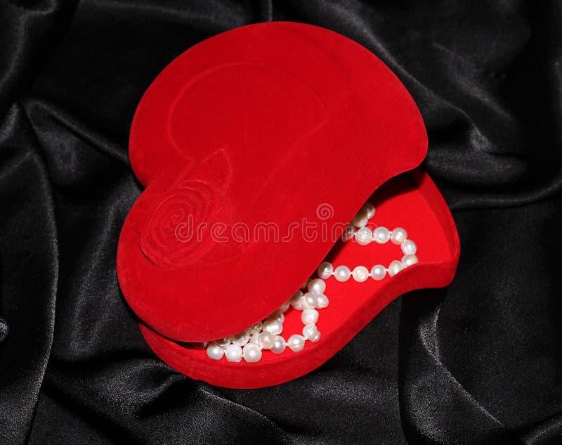 Smyckenask i form av hjärta royaltyfri fotografi
