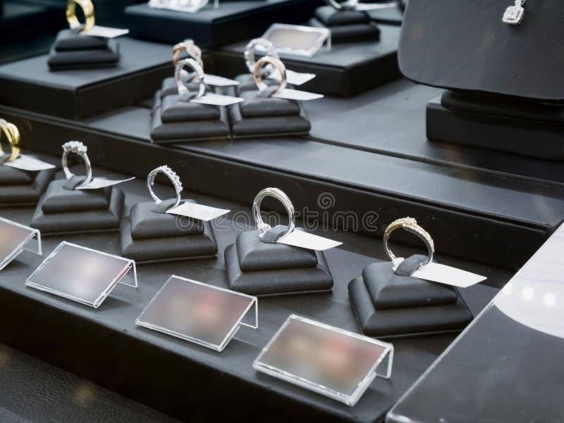 Smyckendiamanten shoppar skärm royaltyfri fotografi