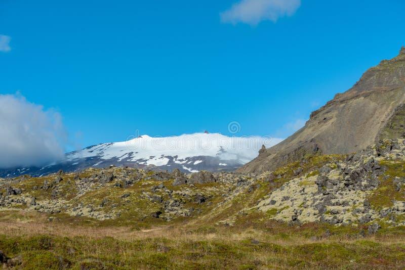 Snæfellsjokull y la inmensidad de la naturaleza islandesa imágenes de archivo libres de regalías