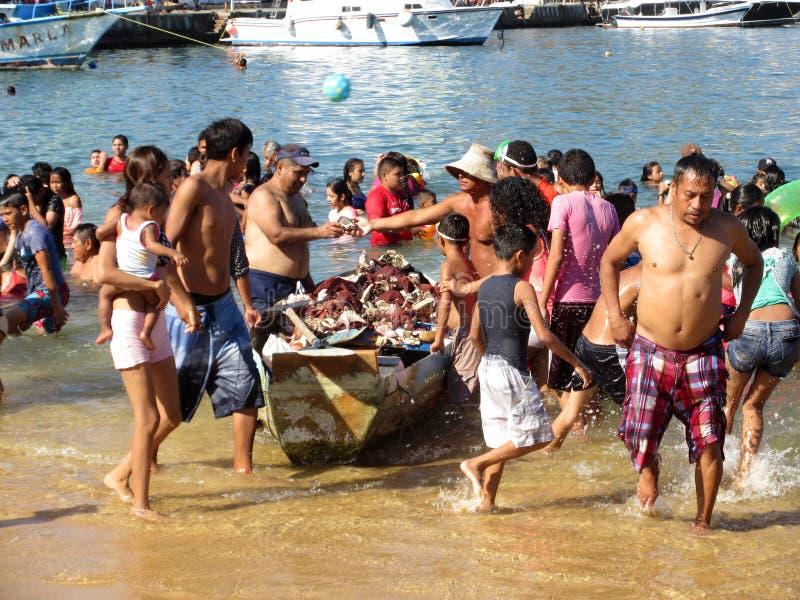 Snäckskalförsäljare på Acapulco den blygd- stranden fotografering för bildbyråer
